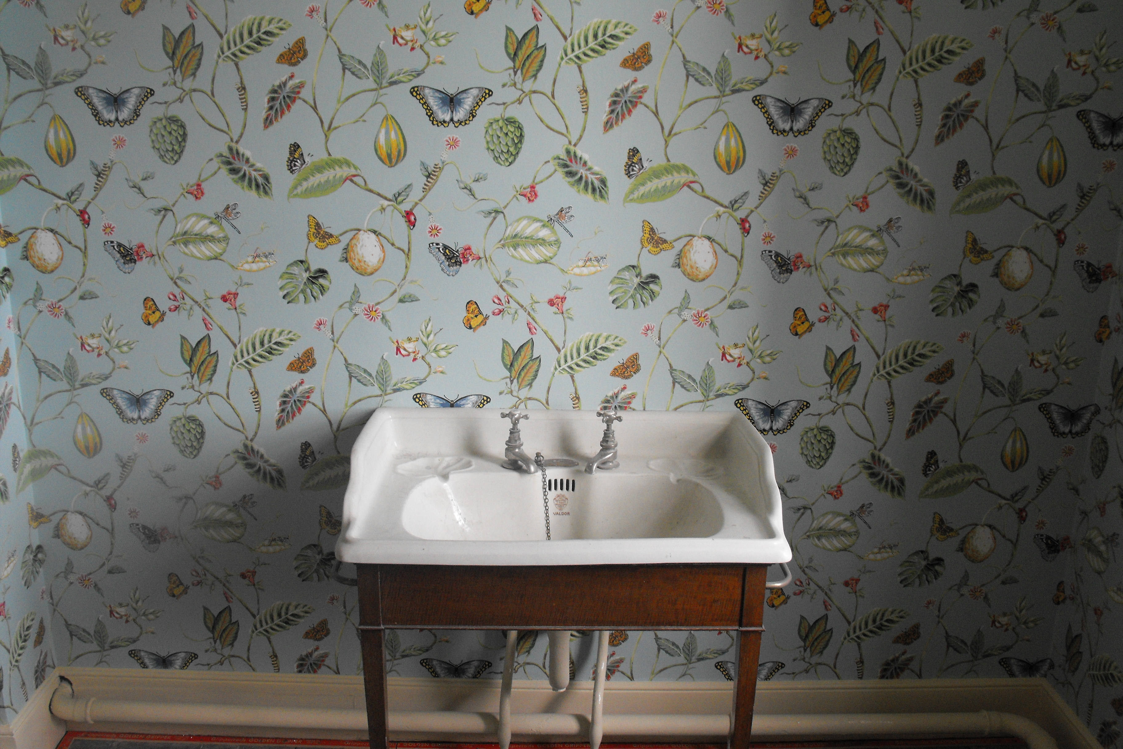 Category repairing a cracked sink the bath businessthe for Vintage bedroom wallpaper