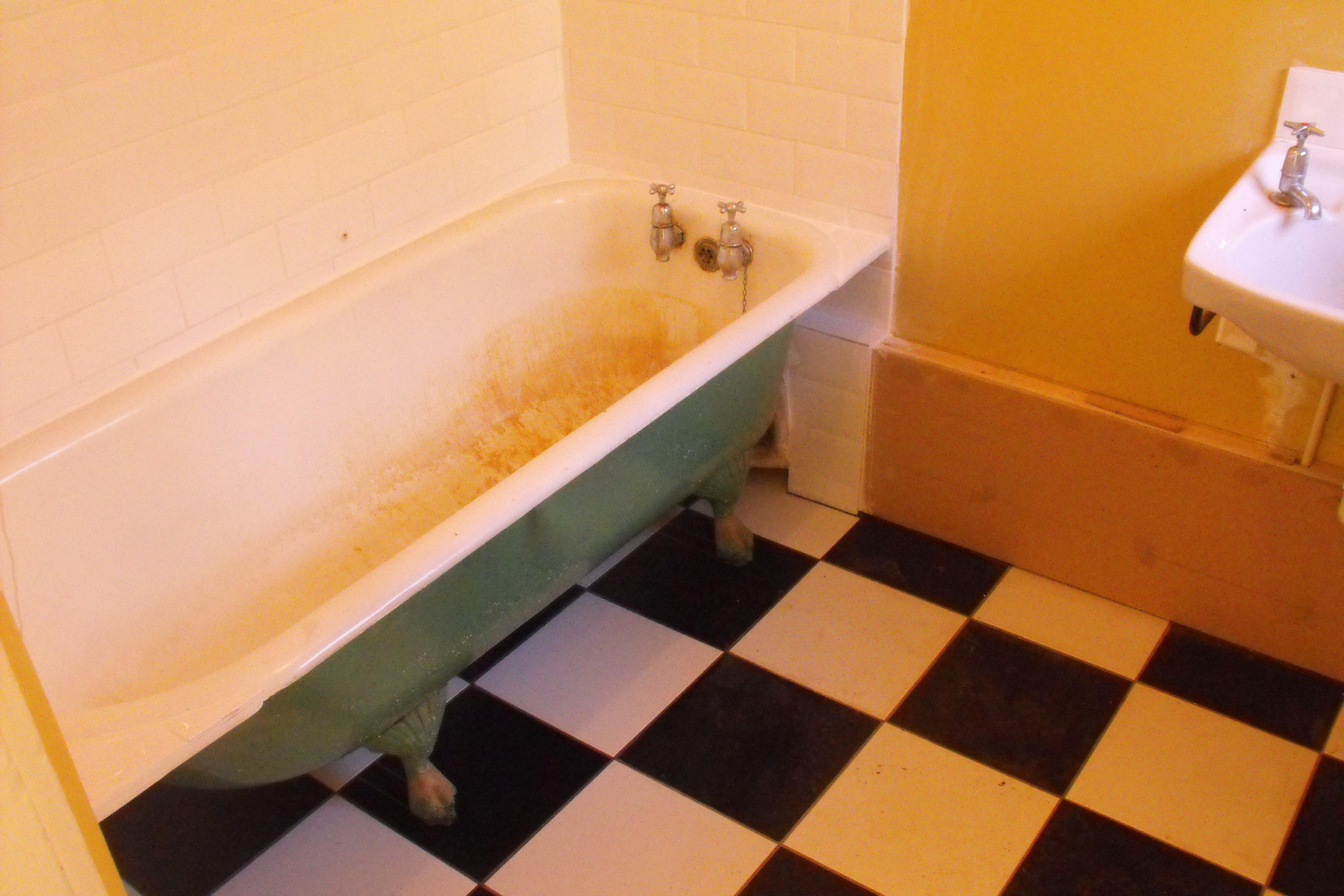 CAST IRON ROLL TOP BATH RESTORED - The Bath BusinessThe Bath Business